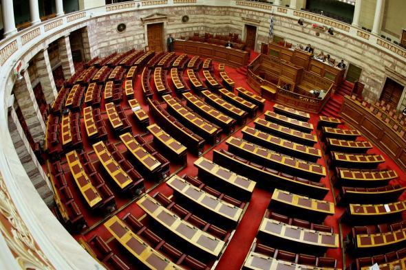 Η… ξυπόλυτη της Βουλής