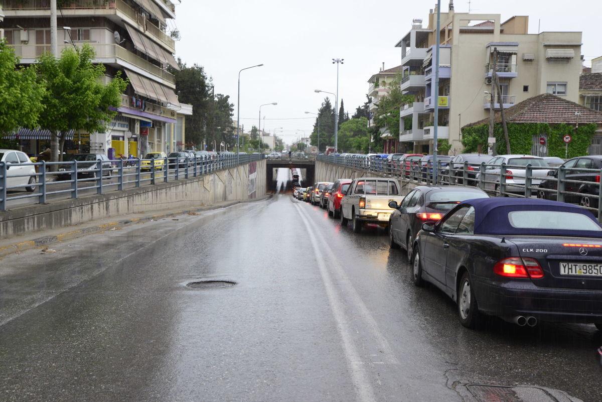 Καραμπόλα 4 αυτοκινήτων στη Φαρσάλων
