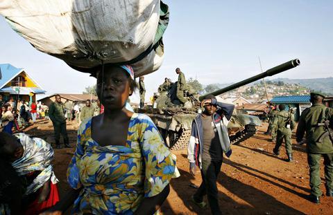 Φρίκη: Πολιτοφύλακες βίασαν 127 γυναίκες στη ΛΔ Κονγκό