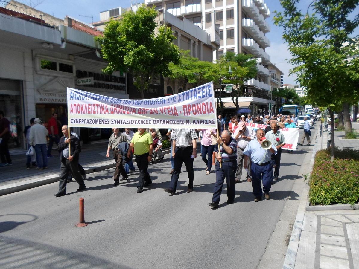 Συγκέντρωση συνταξιούχων στη Λάρισα
