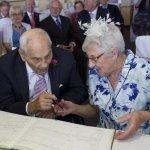 Γαμπρός 103 ετών και νύφη 91: Οι πιο ηλικιωμένοι νεόνυμφοι στον κόσμο!