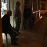 Συνταξιούχοι έξω από την τράπεζα στις… 4 τα ξημερώματα!
