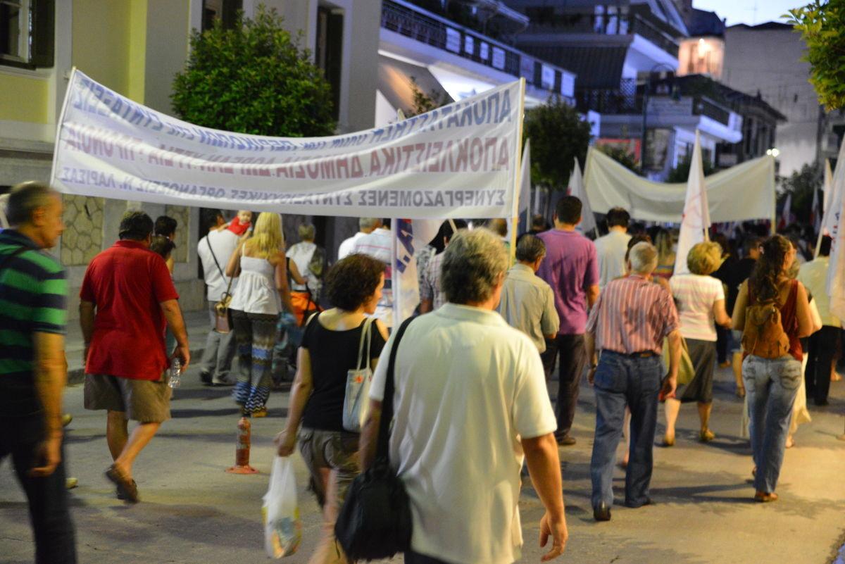 Πορεία από τους συμβασιούχους των δήμων στη Λάρισα