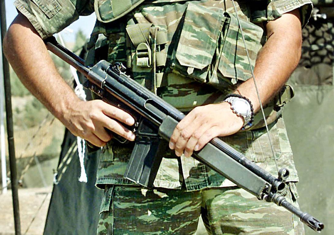 Στρατιώτης αυτοπυροβολήθηκε την ώρα που έκανε σκοπιά στη Ρω