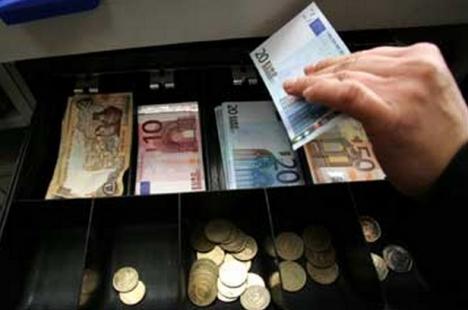 Λάρισα: «Άνοιξε» ζαχαροπλαστείο και πήρε λεφτά από την ταμειακή