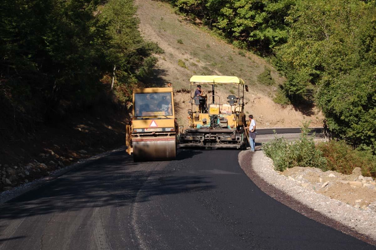 Συντήρηση οδικού δικτύου από την Περιφέρεια Θεσσαλίας