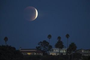 Πανσέληνος, έκλειψη και… κομήτης απόψε στον ουρανό