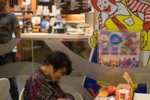 Πέθανε μέσα σε McDonald's, το πήραν είδηση μετά από επτά ώρες!