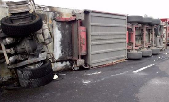 Σύγκρουση φορτηγού με Ι.Χ. στον κόμβο Κιλελέρ