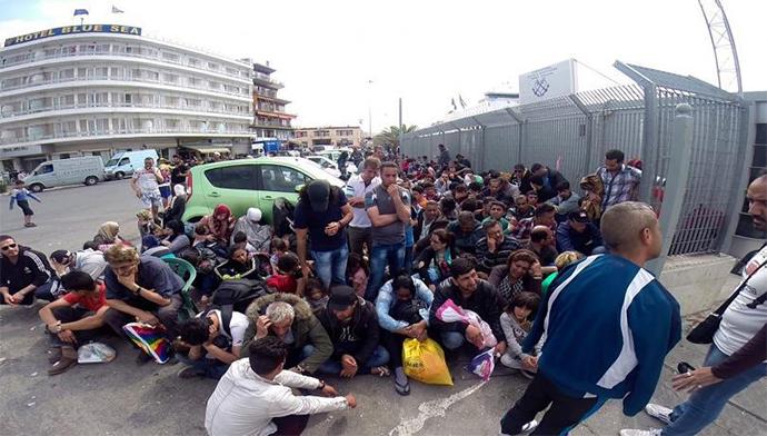 Ξεκινούν 1.000  πρόσφυγες από τον Πειραιά για τα κέντρα φιλοξενίας