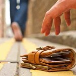Βρήκε πορτοφόλι με 1.200 ευρώ και το παρέδωσε