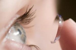 Είχε στο μάτι της 27 φακούς επαφής!