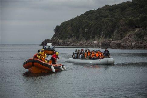 BBC: Τούρκοι λιμενοφύλακες χτυπούν μετανάστες σε φουσκωτό (ΒΙΝΤΕΟ)