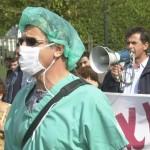Καλεί τους γιατρούς σε απεργία
