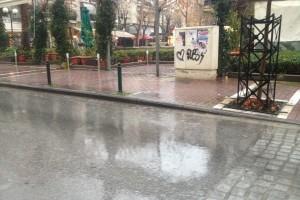 Συνεχίζεται η κακοκαιρία με βροχές και χιόνια στη Θεσσαλία