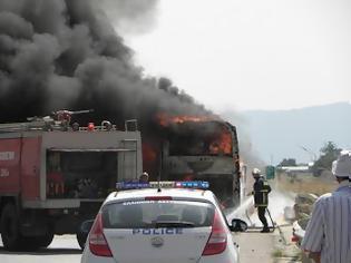 Φωτιά σε τουριστικό λεωφορείο