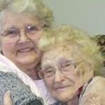 Γυναίκα 82 ετών βρήκε την 96χρονη βιολογική της μητέρα