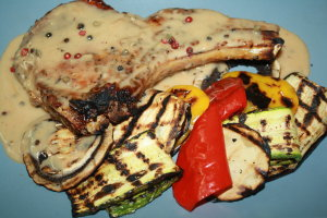 Χοιρινά μπριζολάκια με σάλτσα πιπεριού…