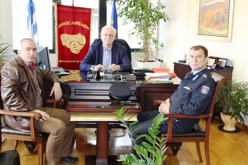 Στο δήμαρχο ο νέος διοικητής Πυροσβεστικής Θεσσαλίας