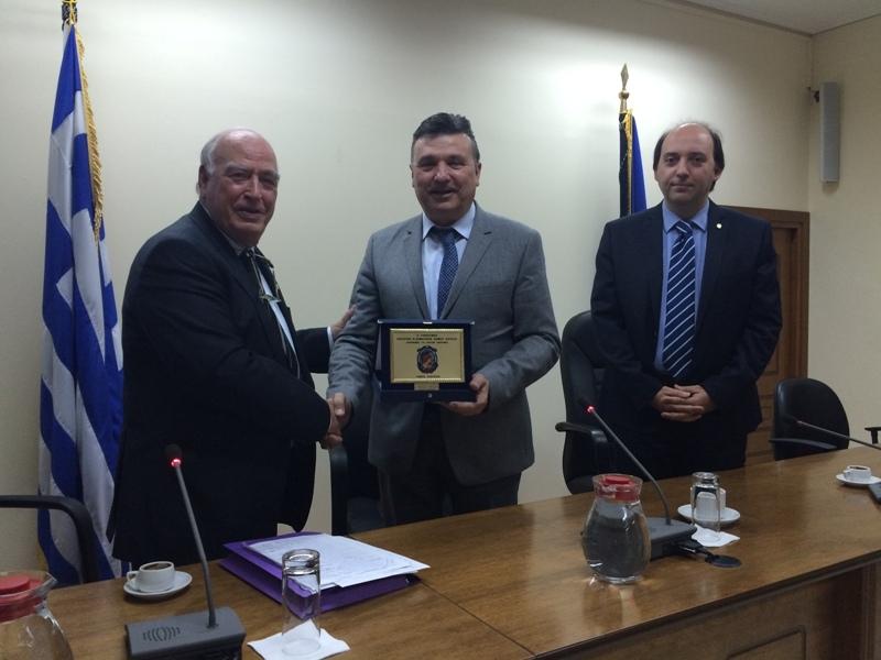 Έφεδροι αξιωματικοί βράβευσαν τον δήμαρχο Ελασσόνας