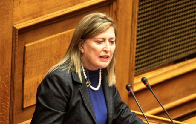 Βουλευτής του ΣΥΡΙΖΑ πήρε οικογένεια προσφύγων στο σπίτι της