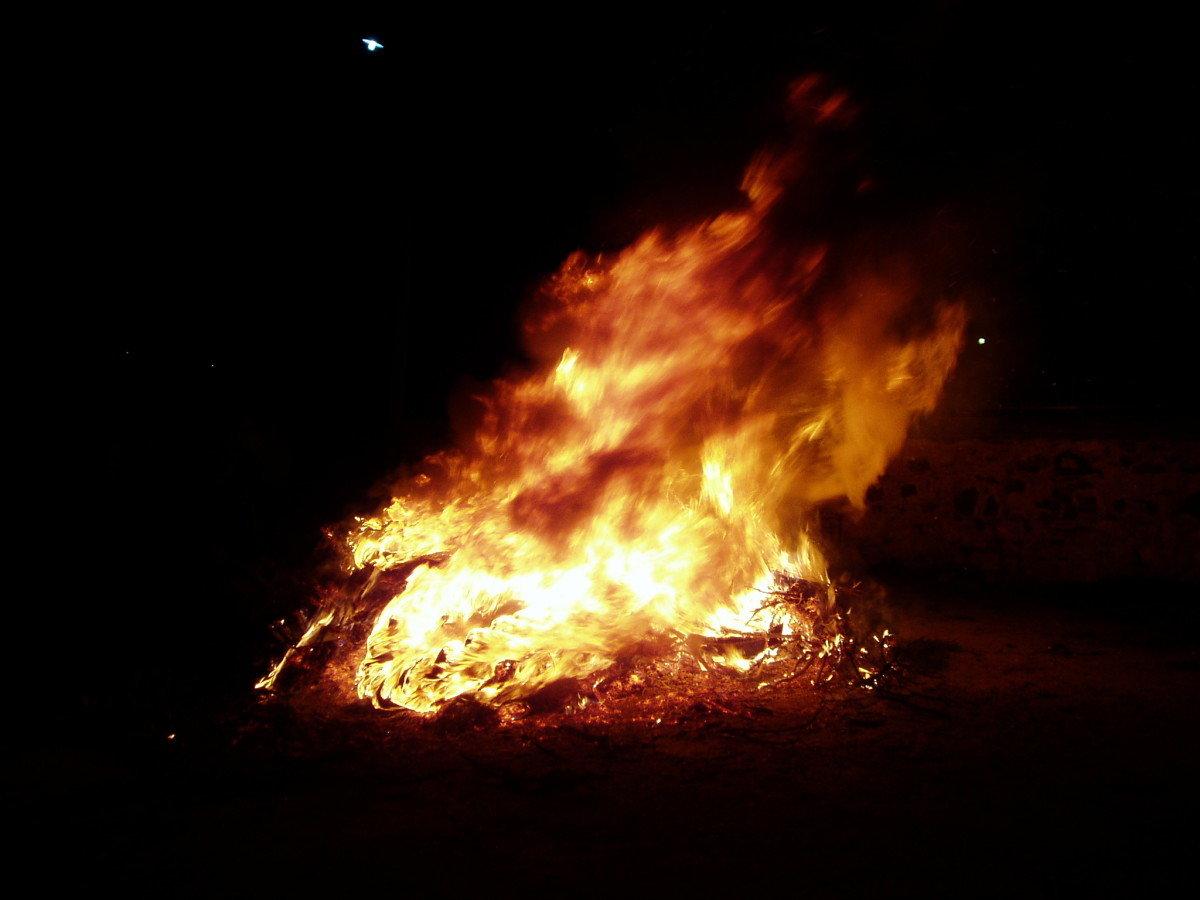 Αποκριάτικη φωτιά και φασολάδα στην Καλλιπεύκη