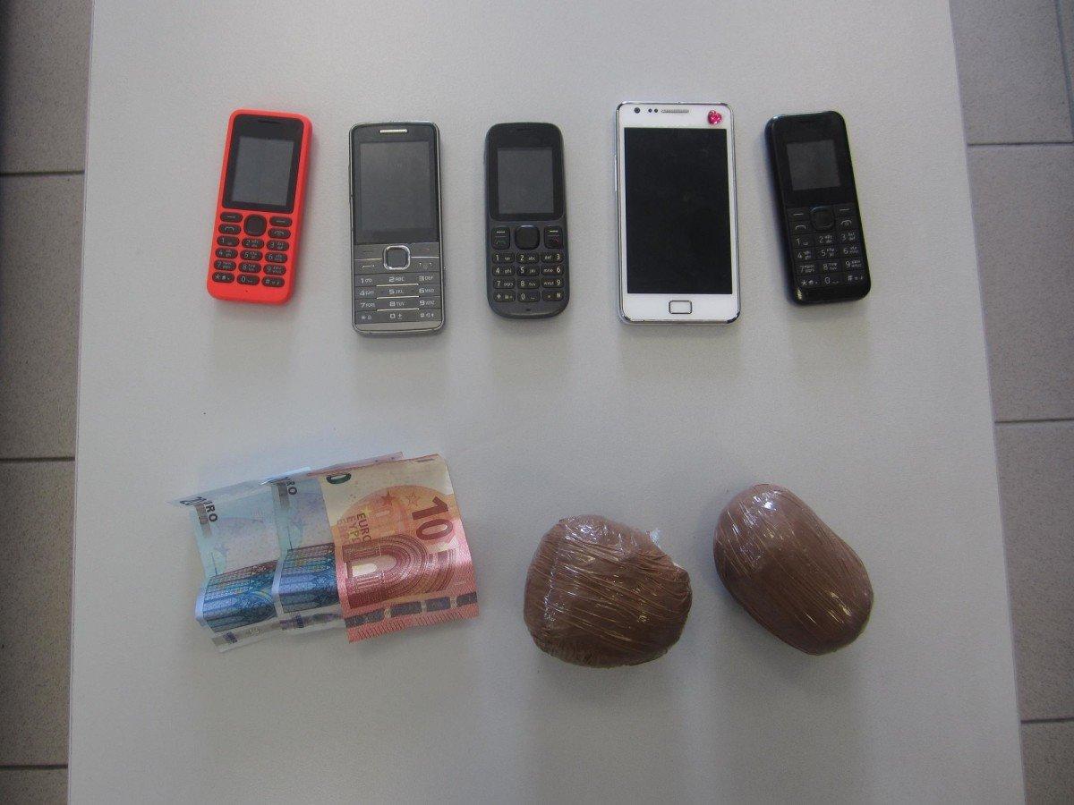 Λάρισα: Έκρυβαν στο… φανάρι ΙΧ μισό κιλό ηρωίνη (ΦΩΤΟ)
