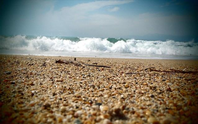Πτώμα σε προχωρημένη αποσύνθεση σε παραλία