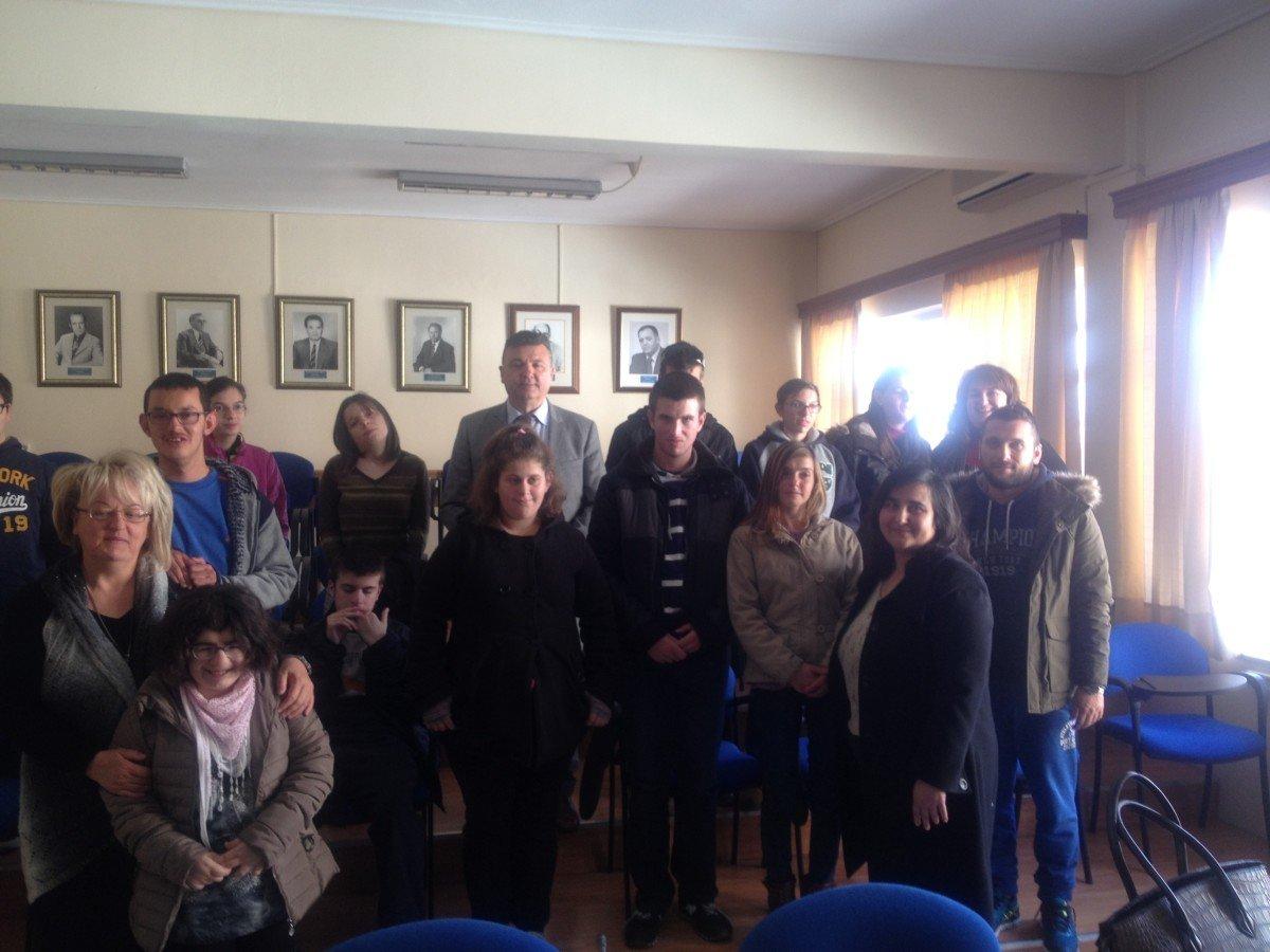 Επίσκεψη μαθητών του Ειδικού Σχολείου Ελασσόνας στο Δημαρχείο