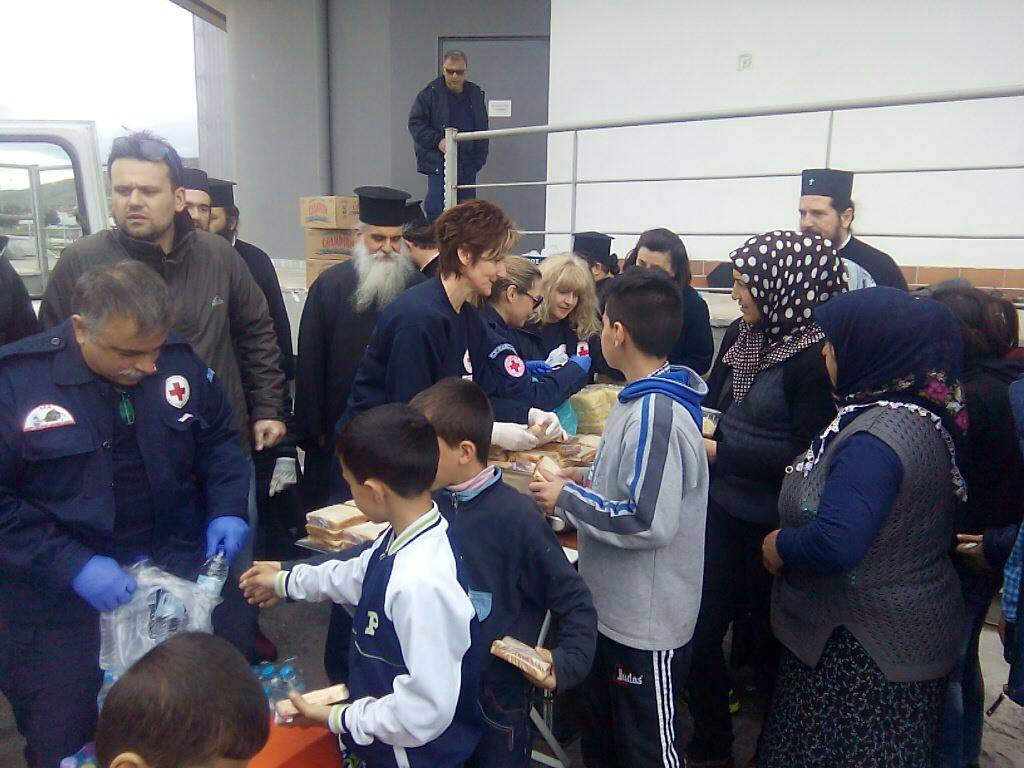 Στο πλευρό των προσφύγων ο Ερυθρός Σταυρός Λάρισας