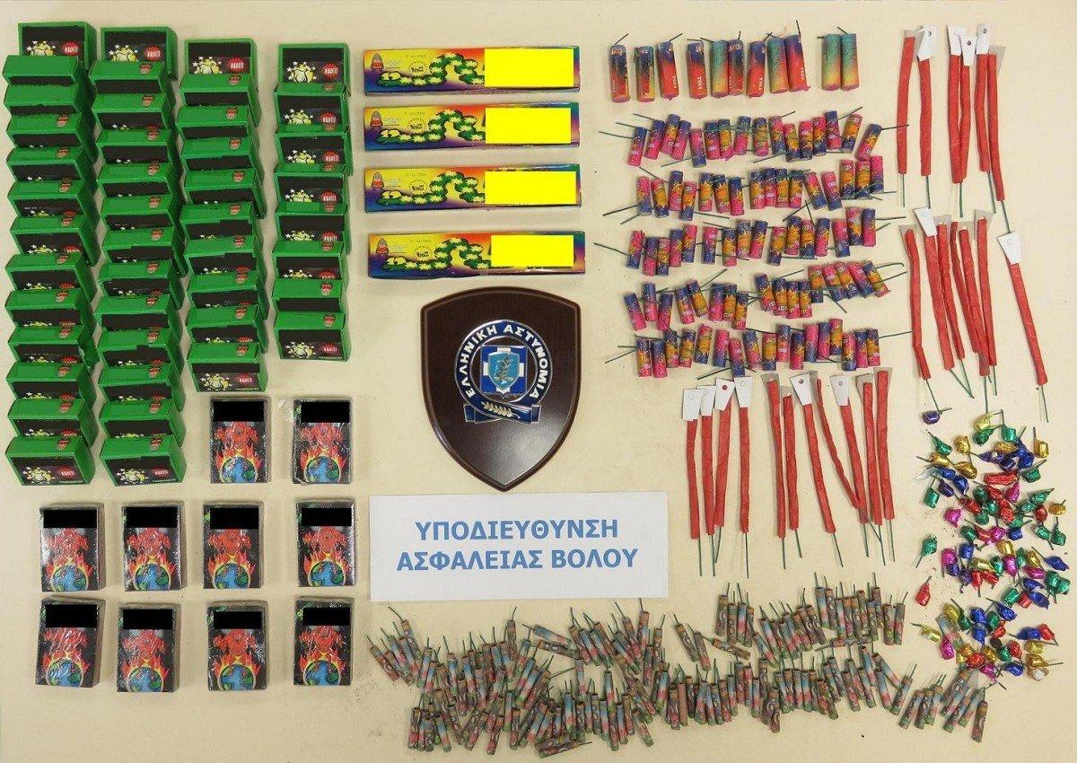 Δύο συλλήψεις για χιλιάδες πυροτεχνήματα (ΦΩΤΟ)