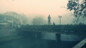 Πέπλο ομίχλης σκεπάζει τα Τρίκαλα