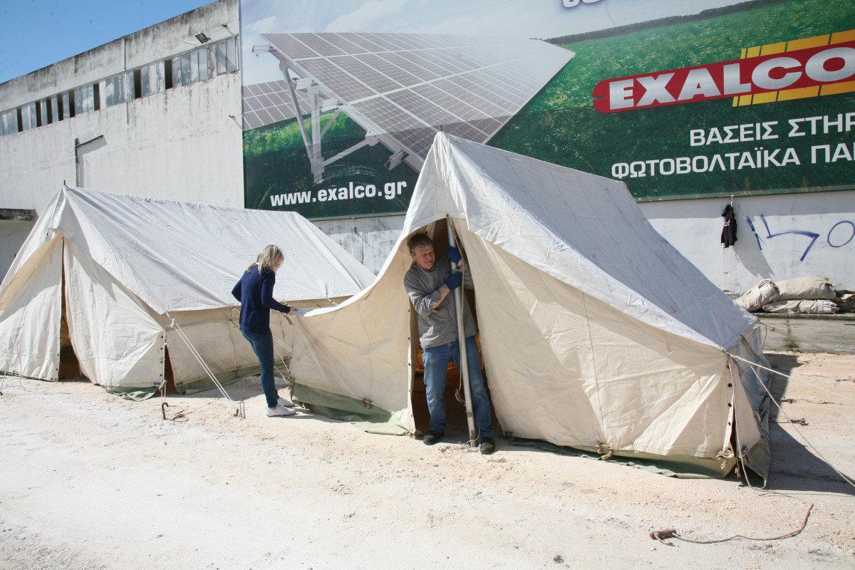 Στήθηκαν οι σκηνές στο πρώην εργοστάσιο της «ROCA» (ΦΩΤΟ)