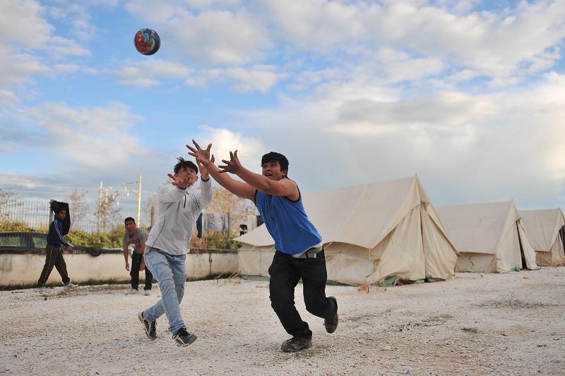 Η ΠΑΕ ΑΕΛ κοντά στα προσφυγόπουλα