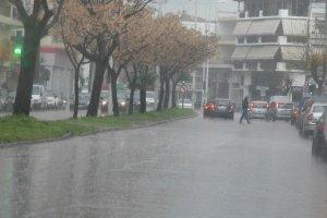 Ισχυρές βροχές στα πεδινά – Χιόνια στα ορεινά της Θεσσαλίας