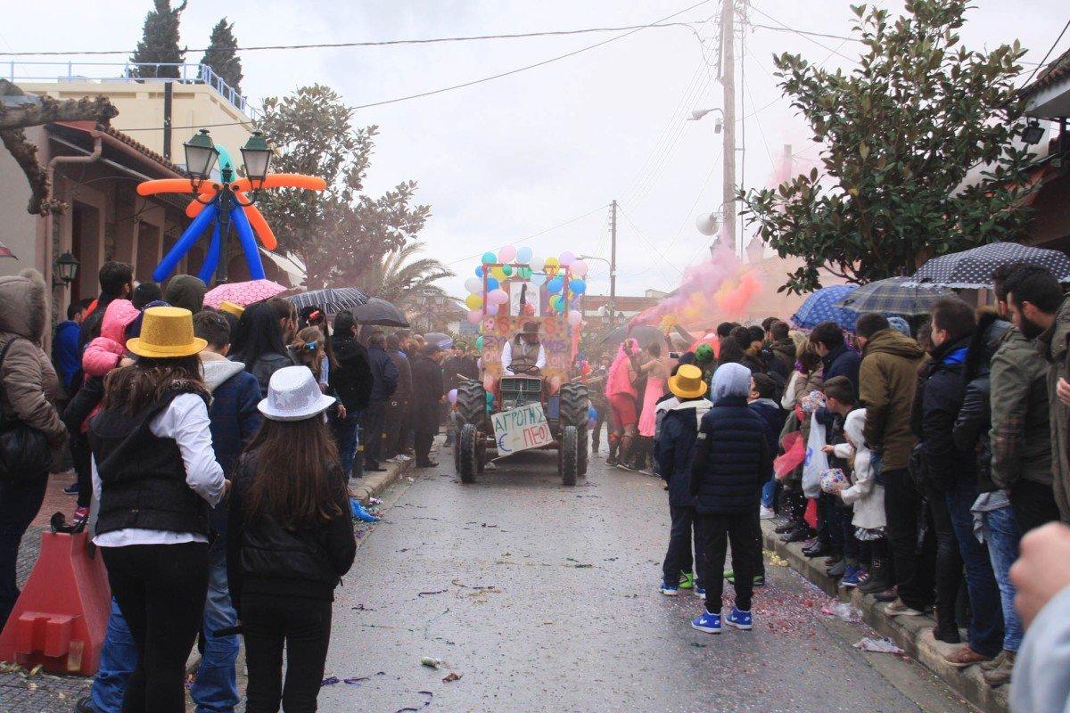 Πειράγματα με… πολιτικό περιεχόμενο στο Καρναβάλι Συκουρίου (ΒΙΝΤΕΟ)
