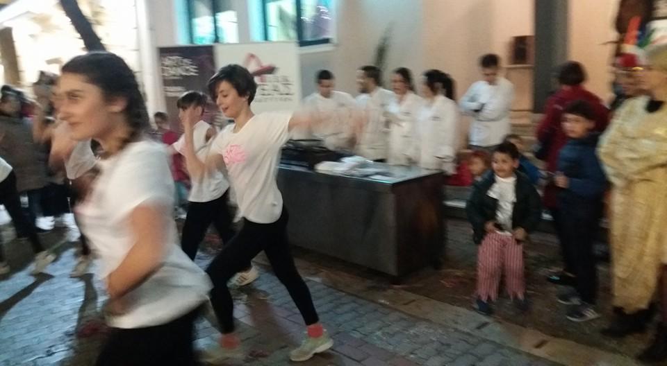 Κοσμοσυρροή για τη γιορτή κρέπας στο Κέντρο της Λάρισας (ΦΩΤΟ)