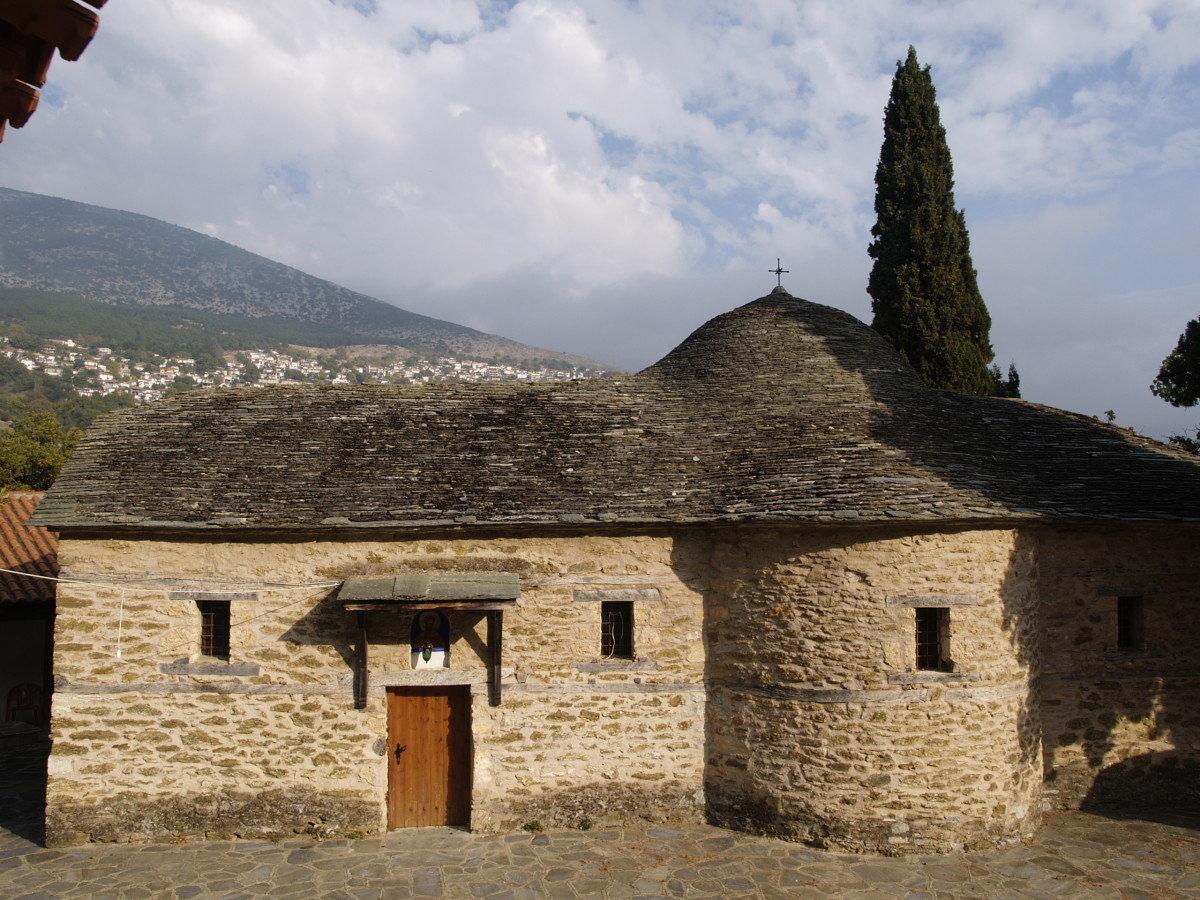 Γιορτάζει το μοναστήρι Αγίων Θεοδώρων στη Ραψάνη