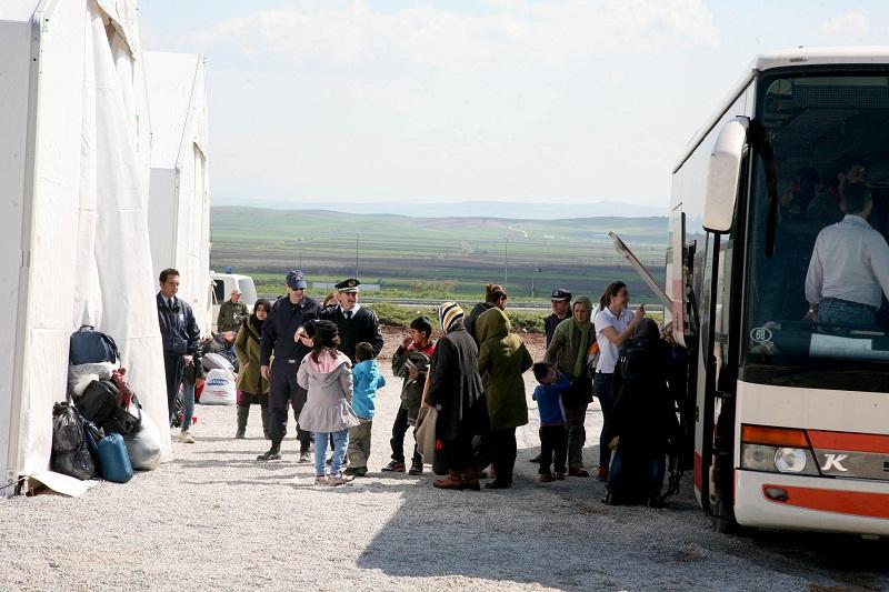 Εν αναμονή 12 λεωφορείων με πρόσφυγες στο Κουτσόχερο