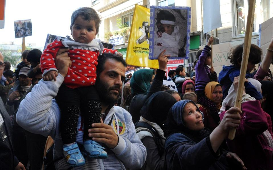 Χιλιάδες πρόσφυγες διαδήλωσαν για το άνοιγμα των συνόρων