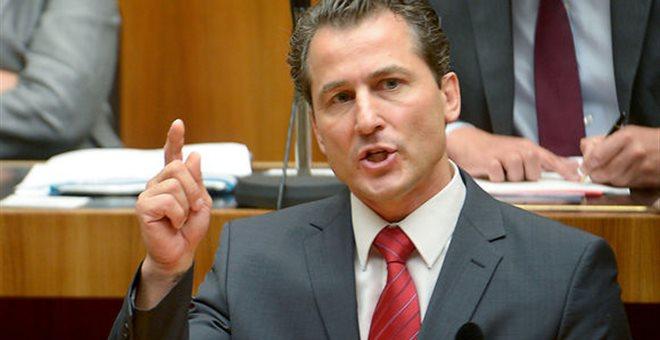 Σάλος: Βουλευτής χαρακτήρισε τους πρόσφυγες «Νεάντερνταλ»