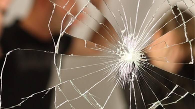 Τρεις στους δέκα άντρες κακοποιούνται σωματικά από τη γυναίκα