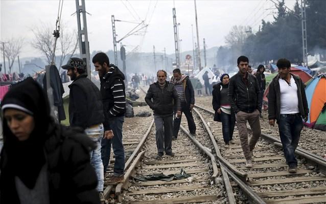 Παραμένουν στις σιδηροδρομικές γραμμές οι πρόσφυγες