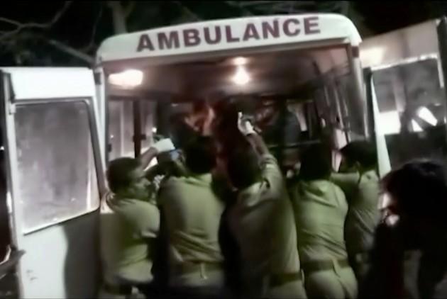 Ινδία: 44 νεκροί από πτώση λεωφορείου σε χαράδρα