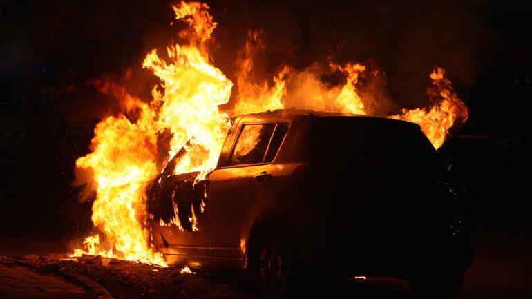 Αυτοκίνητο τυλίχτηκε στις φλόγες τα ξημερώματα στη Λάρισα