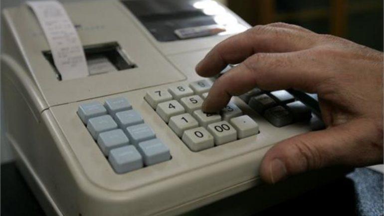 Φορολογικές παραβάσεις για μία στις δύο επιχειρήσεις