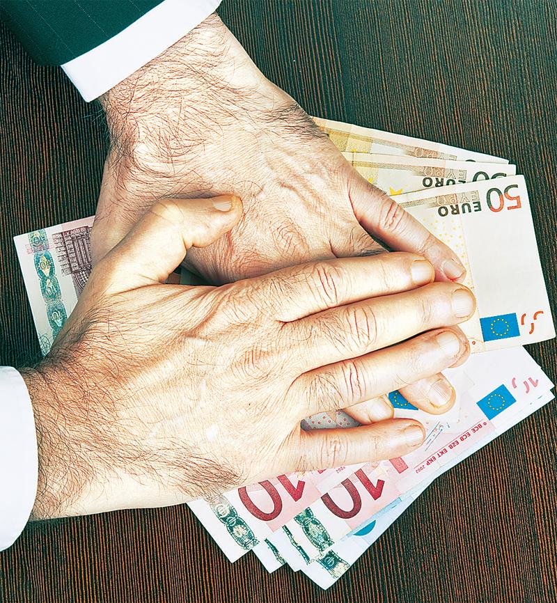 Εξαπατούσε επιχειρηματίες αποσπώντας μεγάλα χρηματικά ποσά