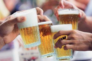 Οκτώ οφέλη που προσφέρει η μπύρα… στην υγειά σας