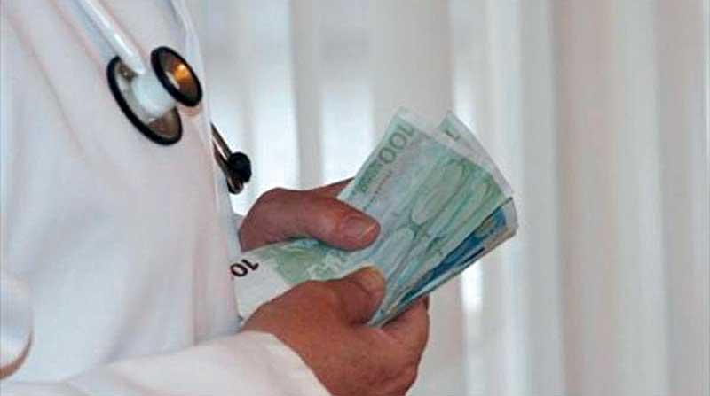 Συνελήφθη γιατρός σε νοσοκομείο κατηγορούμενος για «φακελάκι»