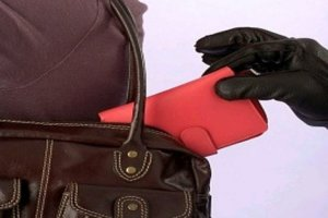 Τύρναβος: Δύο άτομα ξάφρισαν πορτοφόλι 42χρονης
